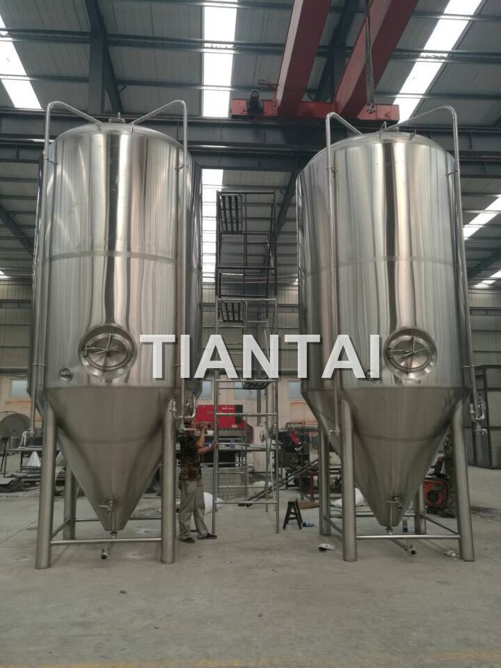 <b>140BBL Commercial Beer Fermenters</b>