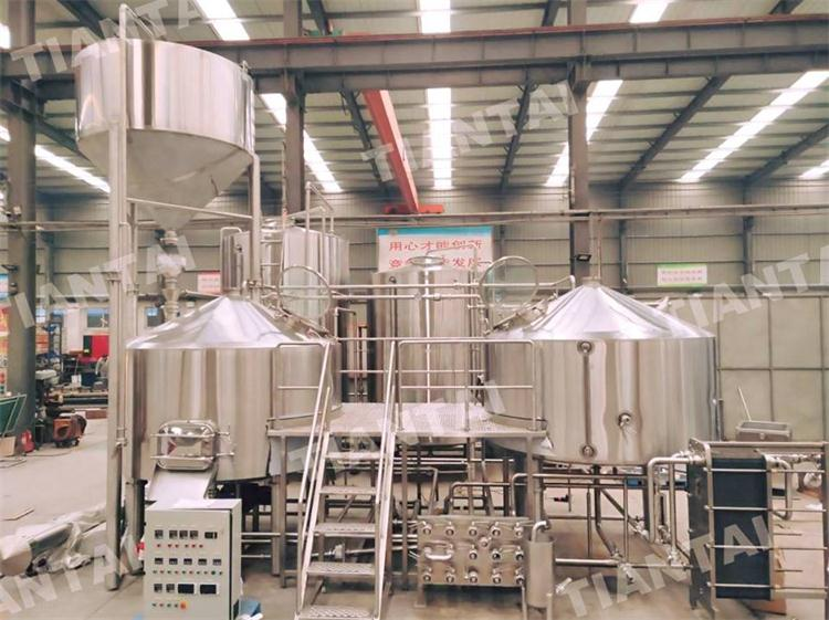 <b>France Customer are inspecting the 4000L Brewhouse</b>