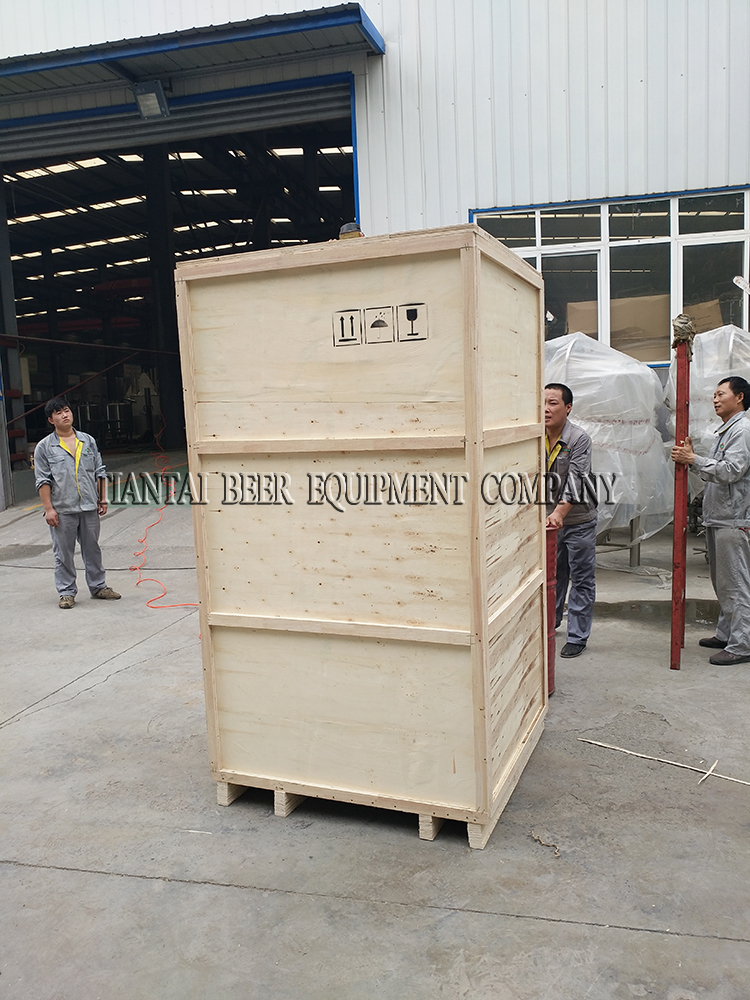 <b>300L fermenter with Wooden case packaging</b>
