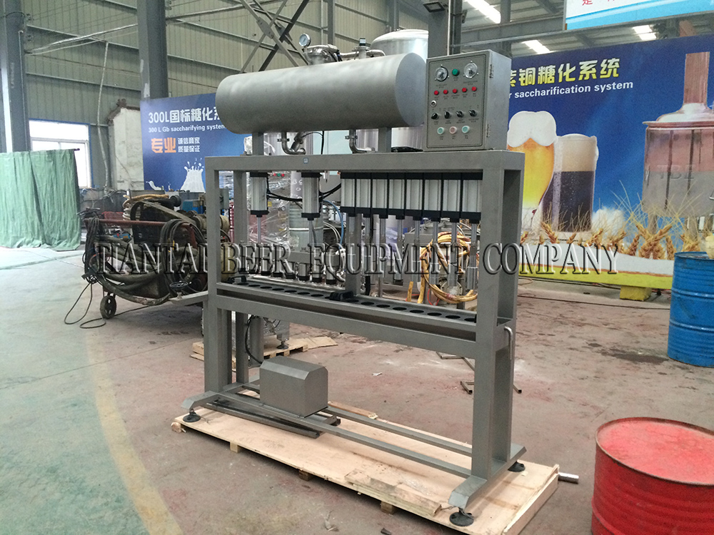 <b>8 head automatic bottle filler</b>